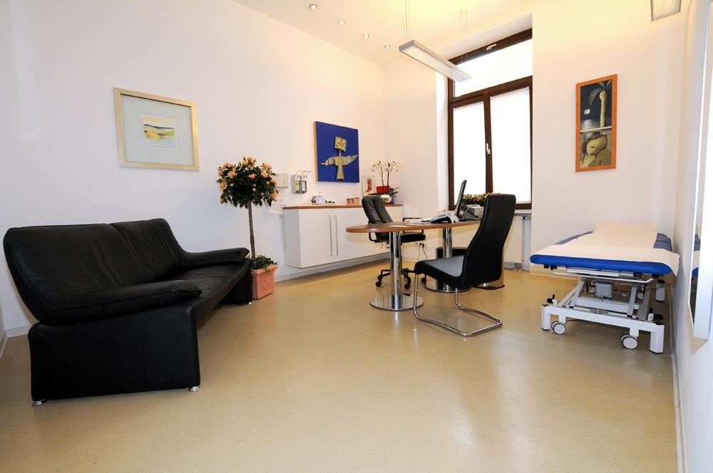 Hautarztpraxis Dermatologie im Zentrum Wiesbaden: Sprechzimmer